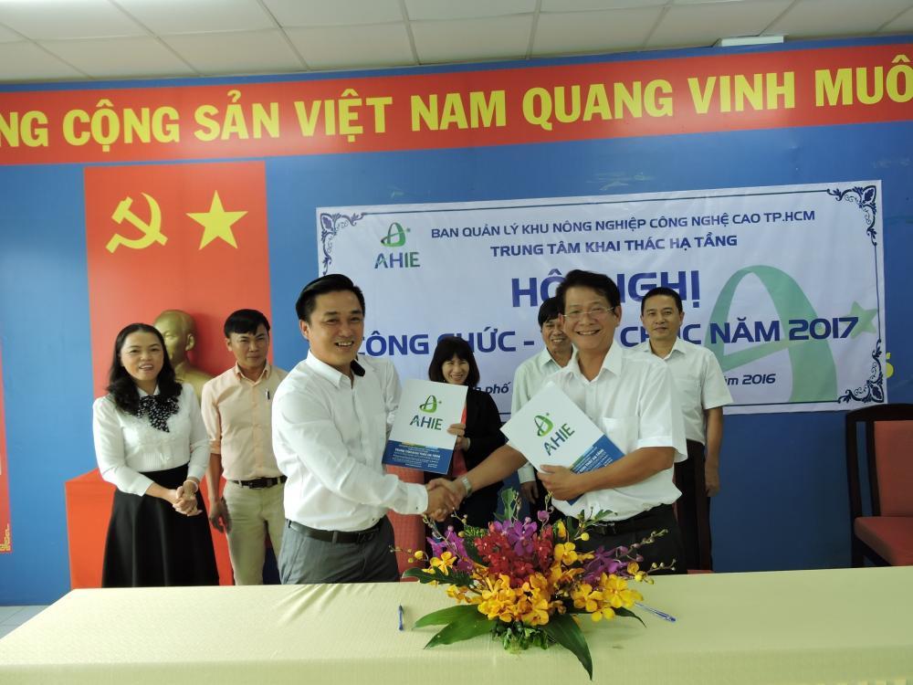 Ký kết giao ước thi đua giữa Công đoàn và Chính quyền  và triển khai đăng ký mô hình Dân vận khéo tại Trung tâm Khai Thác Hạ tầng