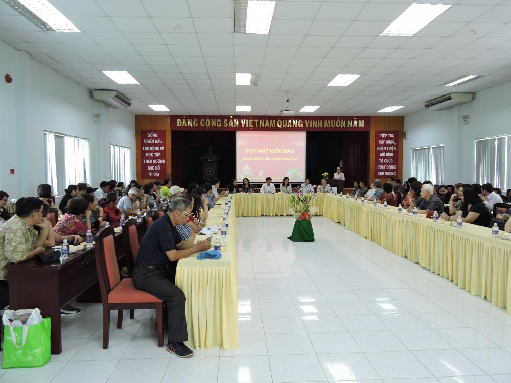 Quận Ủy- HĐND-UBND-UBMTTQ Quận Phú Nhuận tổ chức họp mặt Kiều bào Mừng Xuân Đinh Dậu và tham quan Khu Nông Nghiệp Công Nghệ Cao Thành phố