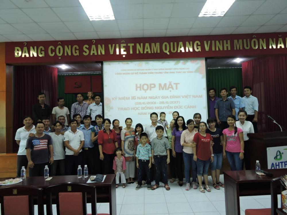 Công đoàn cơ sở thành viên Trung tâm Khai thác Hạ tầng tổ chức Ngày hội Gia đình năm 2017  và Trao học bổng Nguyễn Đức Cảnh năm học 2017 – 2018